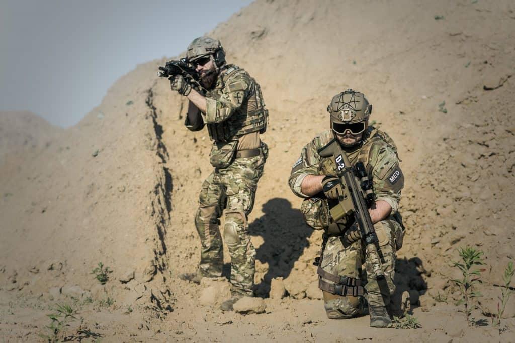 חיילים לוחמים