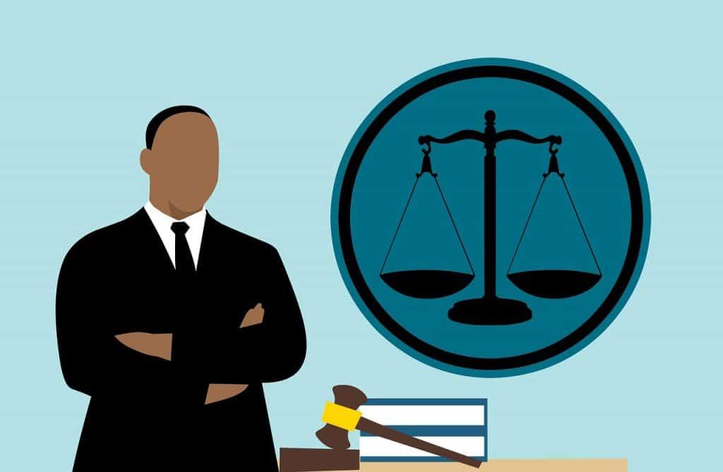 עורך דין בשילוב ידיים